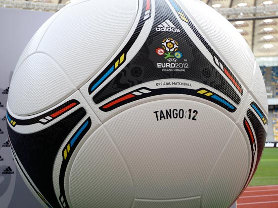 טנגו12, הכדור הרשמי של אדידס במשחקי יורו 2012 / צלם: רויטרס
